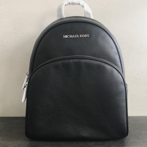 a04d53a644 Michael Kors ruksak Abbey čierny